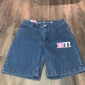 Lee Women's Classic Fit Jean Shorts Bermuda 6 NWT